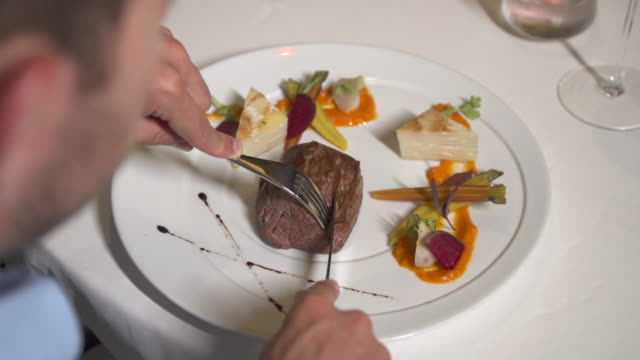 vidéos et rushes de a man dining at dinner at a tropical island resort. - prendre son repas