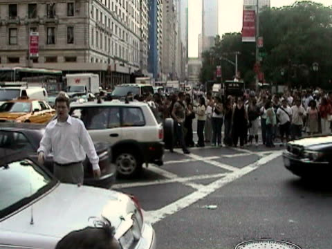 man directing traffic in middle of street during citywide blackout on august 14, 2003 / new york, new york, usa / audio - 2003 stock videos & royalty-free footage