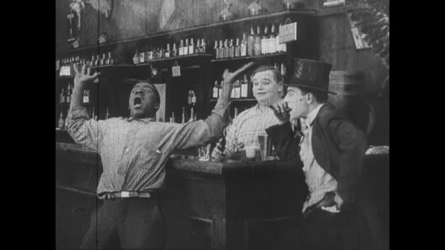vídeos de stock e filmes b-roll de 1918 a man dodges bullets and prays for survival - oeste selvagem