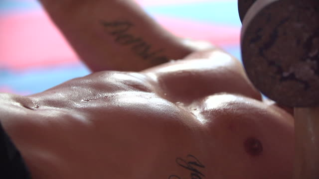 stockvideo's en b-roll-footage met man doing alternating dumbbell chest press and gym at a gym.   - slow motion - 1920x1080 - filmed at 200 fps - spier