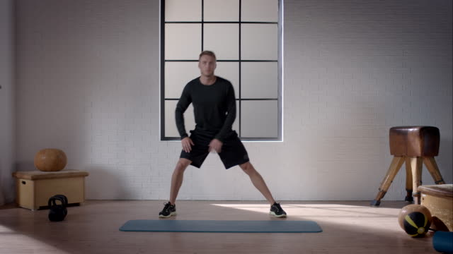 man doing his workout in gym (dynamic stretching lunge) - lunge stock videos & royalty-free footage