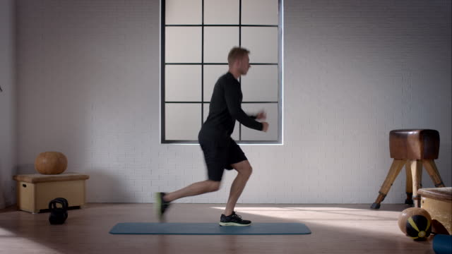 man doing his workout in gym (lunge with active knee) - lunge stock videos & royalty-free footage