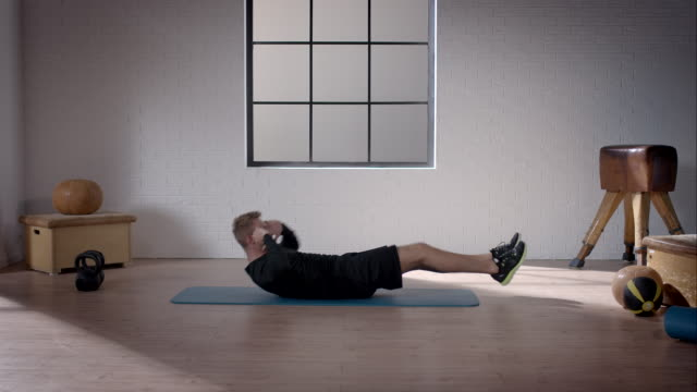 man doing his workout in gym (sprinter crunches) - sit ups stock videos & royalty-free footage