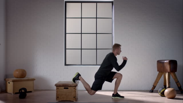 man doing his workout in gym (lunge one-legged) - lunge stock videos & royalty-free footage