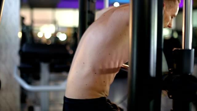 man doing pull-ups - dorso umano video stock e b–roll