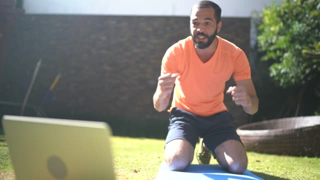man doing sit-ups and talking at home - effort stock videos & royalty-free footage