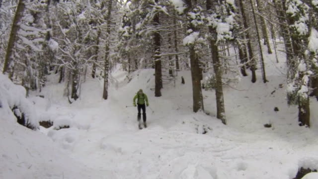 a man downhill skiing. - skijacke stock-videos und b-roll-filmmaterial