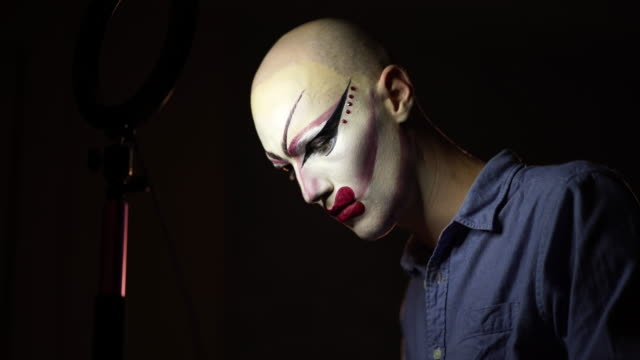 man drag queen putting make-up on for perfomnace - drag queen stock videos and b-roll footage