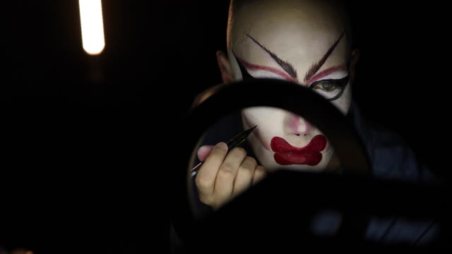 man drag queen putting red lipstick - drag queen stock videos and b-roll footage