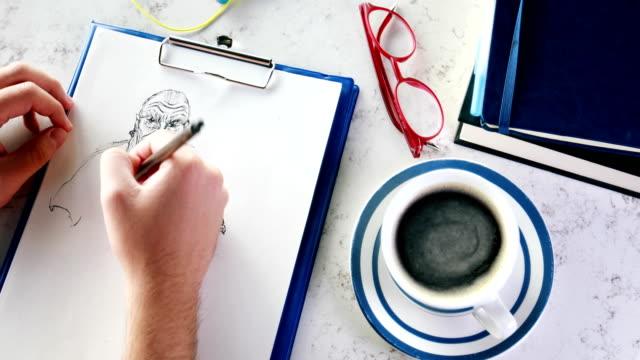 vídeos y material grabado en eventos de stock de hombre dibujo boceto y bebidas café - croquis