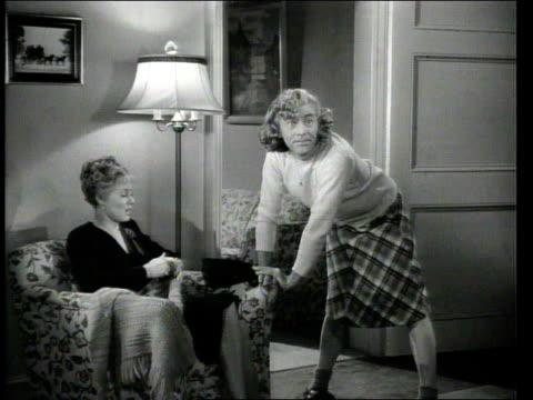 stockvideo's en b-roll-footage met 1947 montage man dressed and acting like teenage girl - pruik