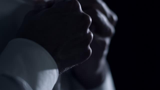 stockvideo's en b-roll-footage met man dressing up - zwart jak