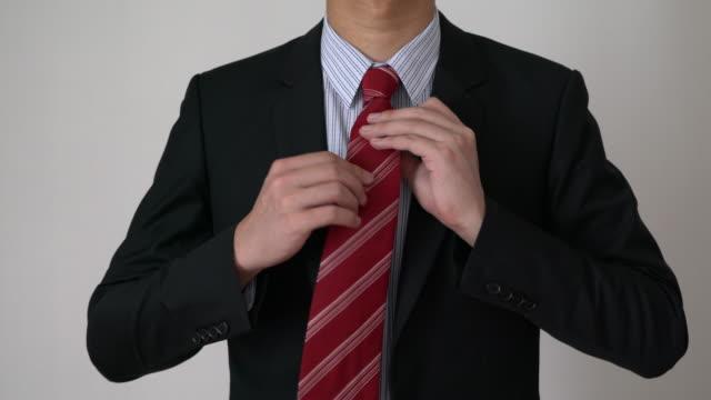 vidéos et rushes de homme se déguiser - cravate