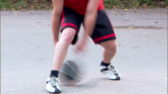 vídeos de stock e filmes b-roll de man dribbling basketball - braço humano