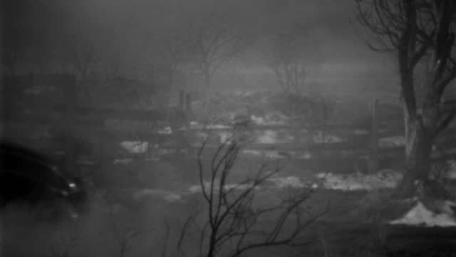 a man drives a 1930s roadster through a misty farm at night. - 1930 1939点の映像素材/bロール