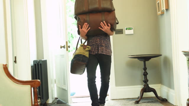vidéos et rushes de man dropping bags on floor - carrying