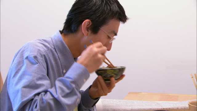 CU, Man eating Washoku style breakfast