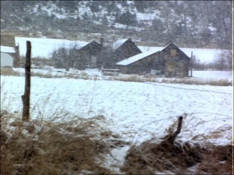 man entering cabin during heavy snowfall - 2001 stock-videos und b-roll-filmmaterial