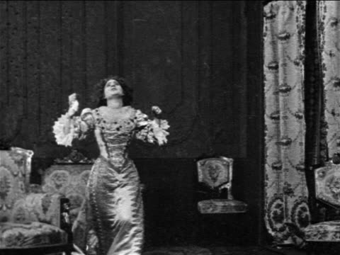 stockvideo's en b-roll-footage met reenactment b/w 1909 man entering room to see woman (florence laurence) in 17th century dress / feature film - 1900 1909