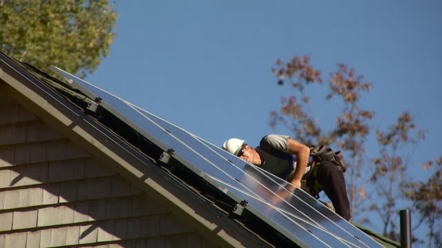 ms man examining below solar panels / greenfield, massachusetts, usa - einzelner mann über 30 stock-videos und b-roll-filmmaterial