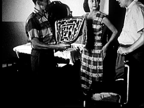 vídeos y material grabado en eventos de stock de 1953 ms man examining blanket with other man and woman and hospital room/ norman, oklahoma - mujer con grupo de hombres