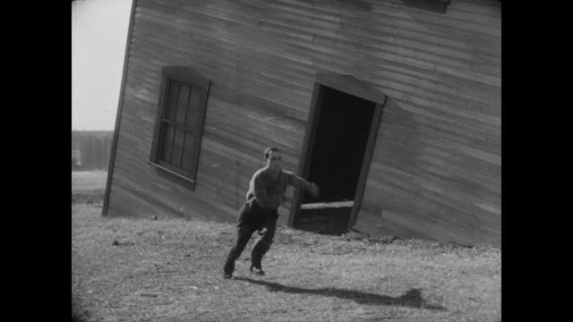 vídeos de stock, filmes e b-roll de 1928 a man (buster keaton) exits through the door of a house that lands on him - sobrevivência