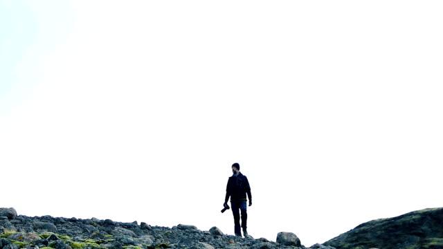 男の野生の領域やアイスランドの遠隔地探索