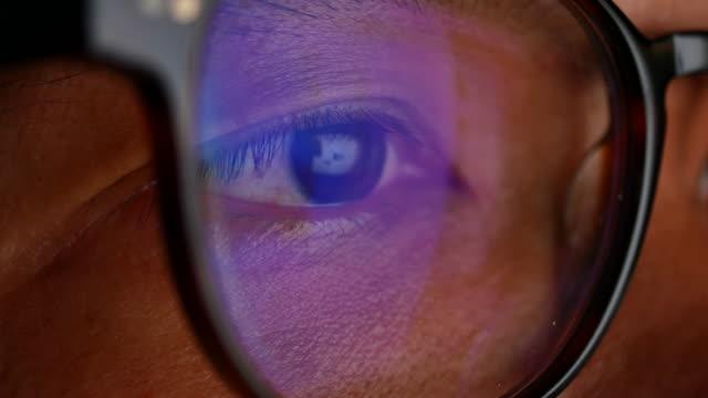 man eye looking monitor, surfing internet - eyeball stock videos & royalty-free footage
