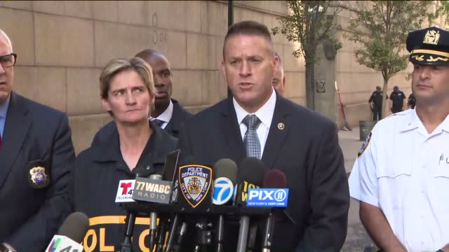 man fatally shot the supervisor who fired him days prior, then killed himself at a construction site in manhattan near west 59th street between 11th... - pressekonferenz stock-videos und b-roll-filmmaterial