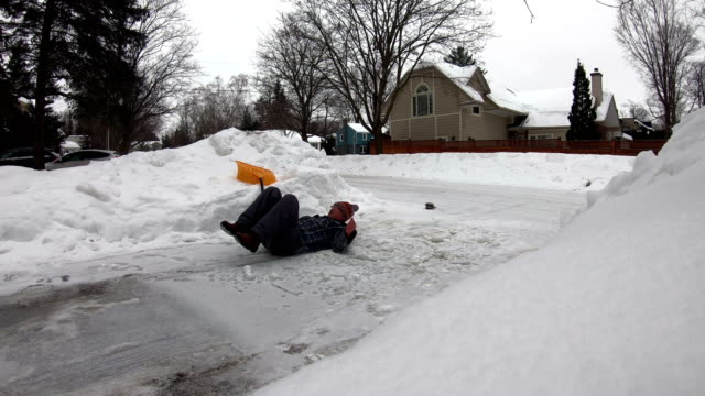 man fell with snow shovel - digging stock videos & royalty-free footage
