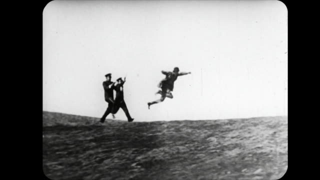 1914 man fights and runs as he tries to evade capture by the police - 無声映画点の映像素材/bロール