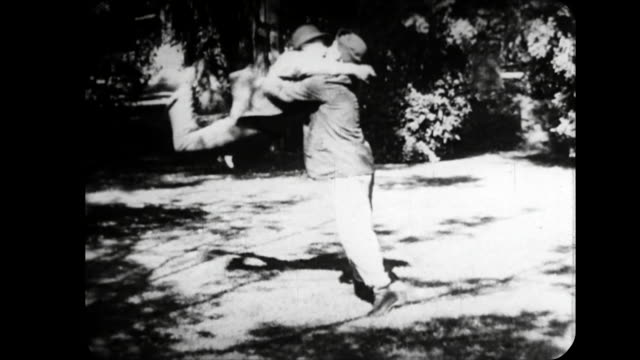 1914 Man fights with woman's boyfriend as she watches