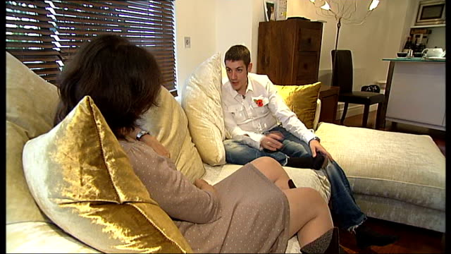 man fitted with 'bionic limb' newbury putting prosthetic leg on newbury interview sot talks about different functions of bionic leg newbury charging... - ニューバリー点の映像素材/bロール