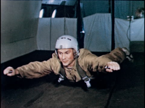 vídeos de stock, filmes e b-roll de man floating experiencing zero gravity on plane - zero gravity