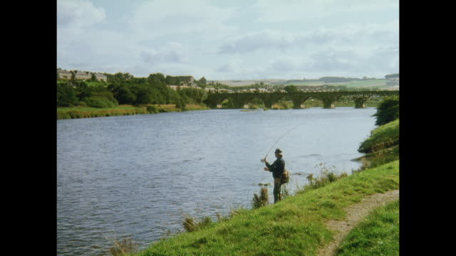 1981 man fly fishing in the river dee, near aberdeen, scotland - aberdeen schottland stock-videos und b-roll-filmmaterial