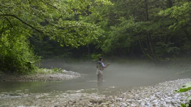 vídeos de stock e filmes b-roll de man fly fishing in vermont - outdoor pursuit