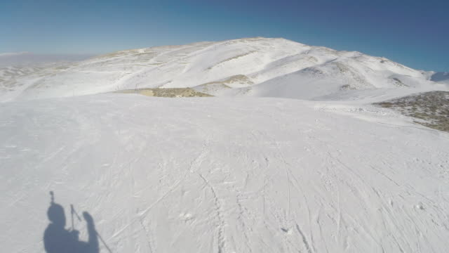 man from chairlift to foothill of mazaar kfardebiane - ゲレンデ点の映像素材/bロール