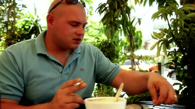 man getting change in cafe - gratuity stock videos & royalty-free footage
