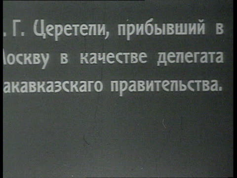 vidéos et rushes de g tsereteli arrives in moscow as deputy from the caucasian government / moscow russia - 1918