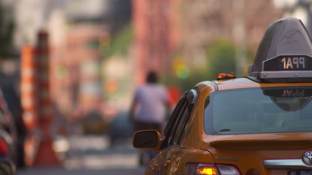 man getting out of a nyc taxi - yellow taxi video stock e b–roll