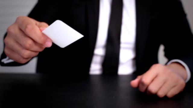 vídeos y material grabado en eventos de stock de hombre dando businesscard - documental imagen en movimiento