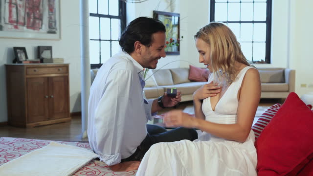 man giving gift to wife - hot kiss stock-videos und b-roll-filmmaterial