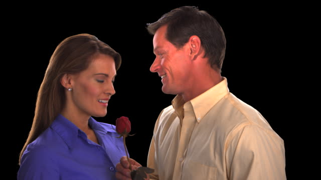 vídeos de stock, filmes e b-roll de man giving rose to woman - this clip has an embedded alpha-channel - codificável