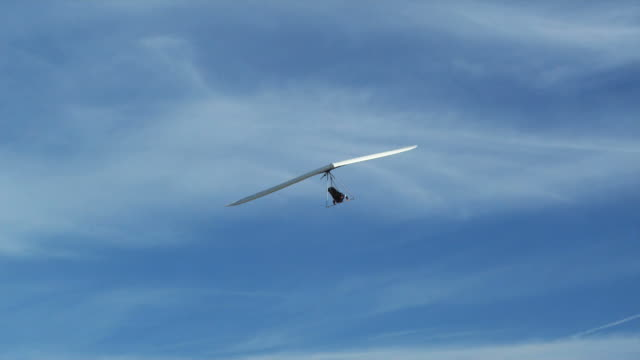 ws pan pov td man hang gliding / lehi, utah, usa. - hang gliding stock videos and b-roll footage