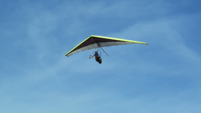 ws pan pov man hang gliding / lehi, utah, usa. - lehi stock-videos und b-roll-filmmaterial