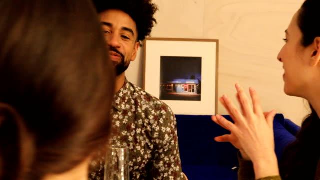 vídeos de stock e filmes b-roll de man having champagne while talking with friends - tremido