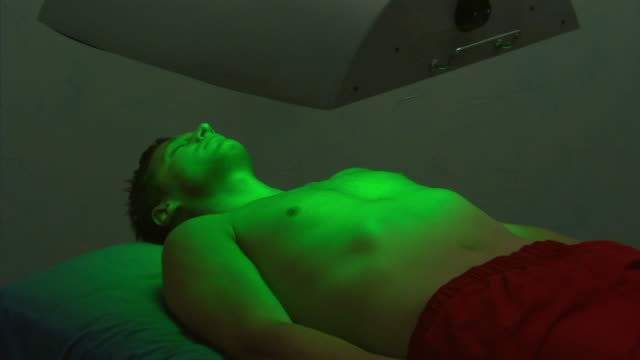 MS, Man having color-therapy treatment, green cycle