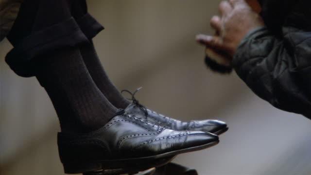 vidéos et rushes de cu, man having shoes shined, low section, new york city, new york, usa  - chaussures