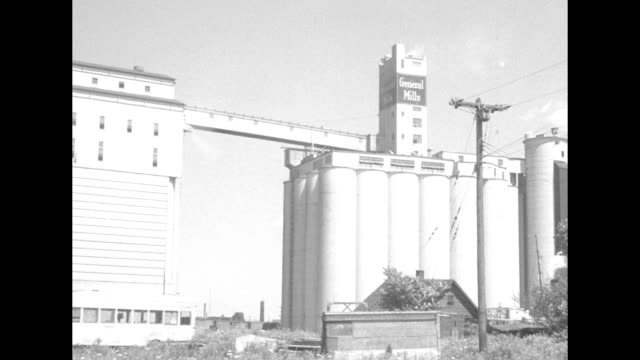 "vídeos de stock e filmes b-roll de man holding ""buffalo"" title card / huge grain silos of ""general mills"" / card: ""buffalo canada peace bridge"" with various views / pan of vast parking... - general electric"