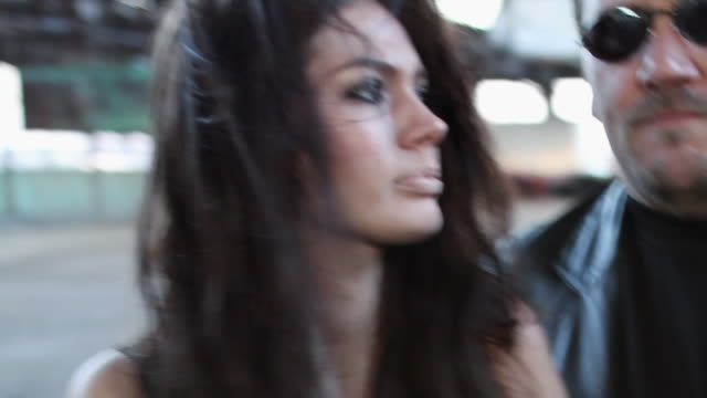 ZO Man holding crying female hostage / Jacksonville, Florida, United States